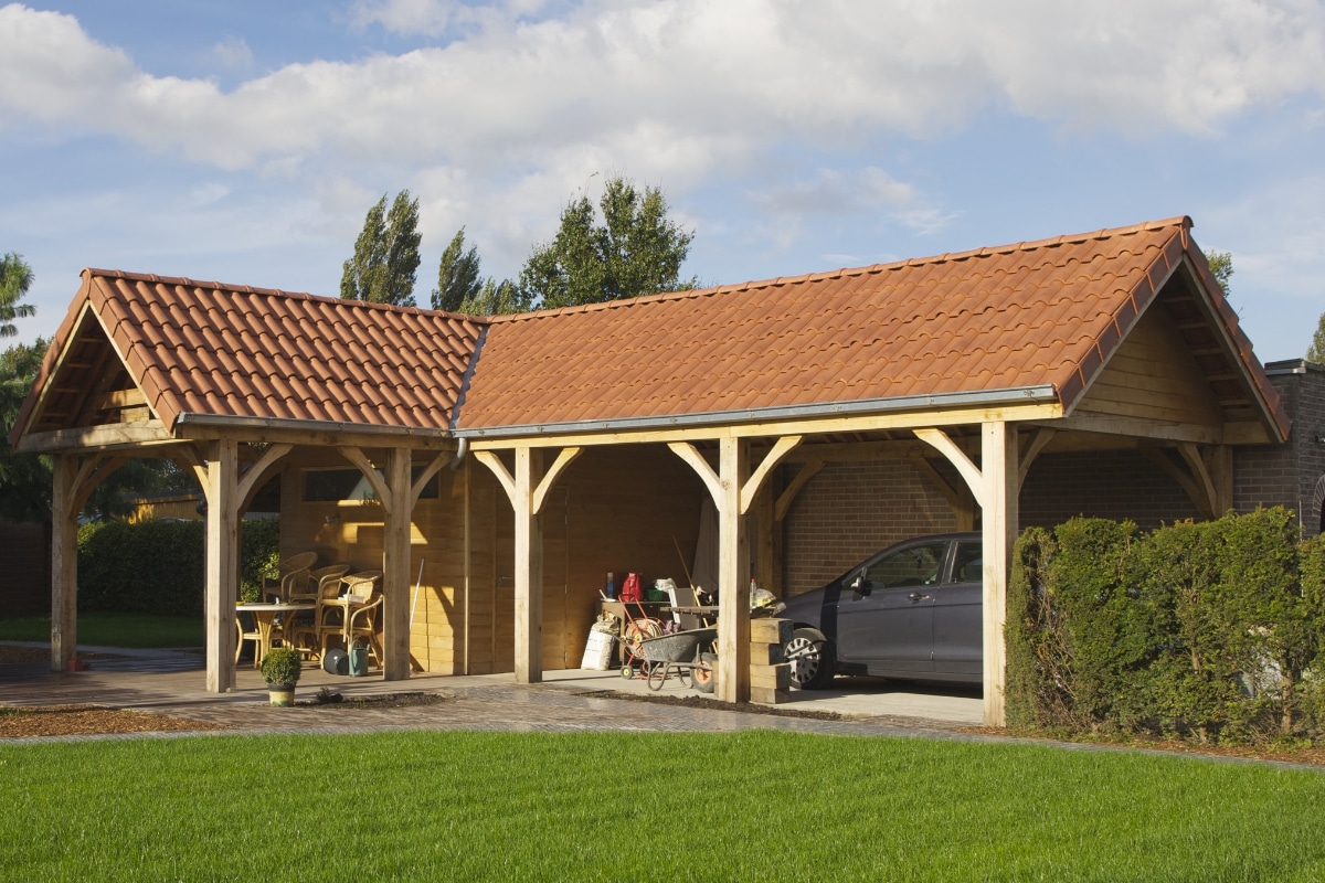 grote houten carport